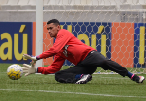 41286_14701705420_thumb-5-3-300x208 Goleiro Caririzeiro será titular do Atlético Paranaense