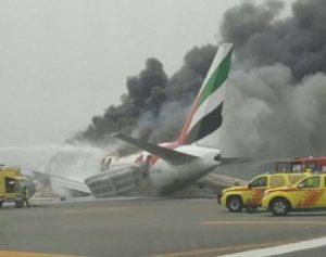 aviao-emirates-310x245-300x237 Avião da Emirates pega fogo no ar e faz pouso de emergência em Dubai