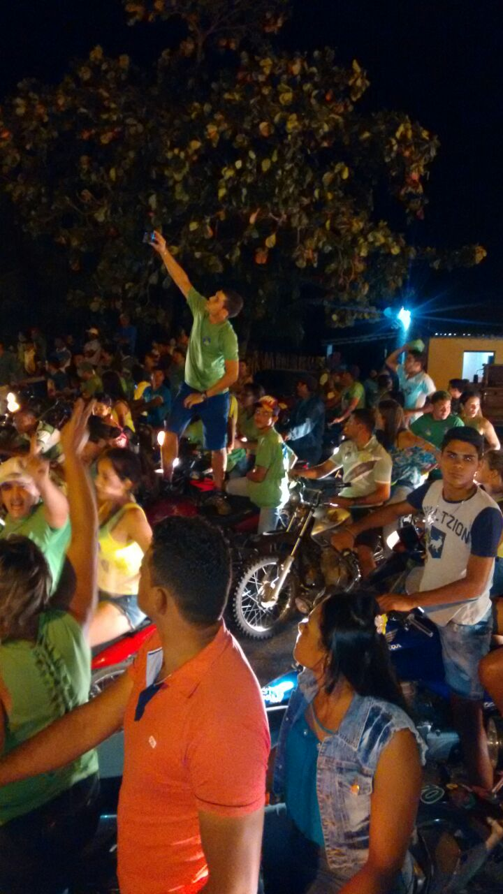 057a53de-9537-4daa-bac3-fe5632511585-1 Multidão prestigia comício de Felizardo Moura na Prata