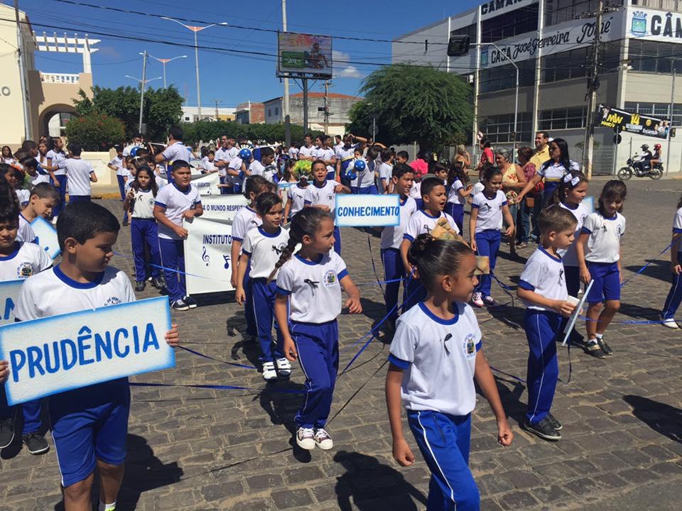 14192100_1148824285175010_1871926065534792804_n Desfile cívico de Monteiro marca comemoração ao dia 07 de setembro, veja as imagens