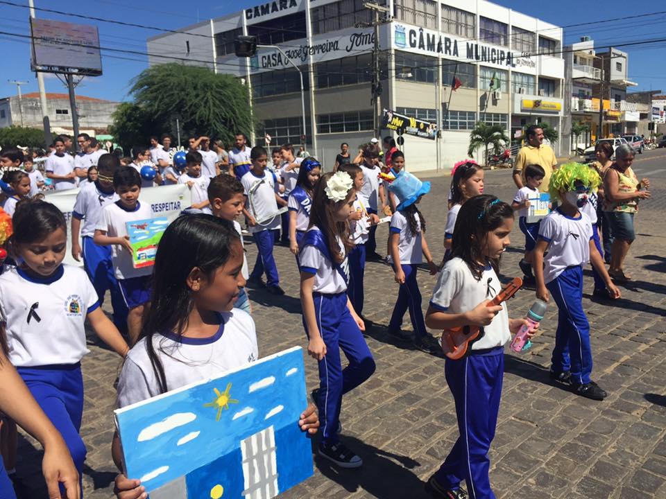 14224741_1148824091841696_4746982811669407428_n Desfile cívico de Monteiro marca comemoração ao dia 07 de setembro, veja as imagens