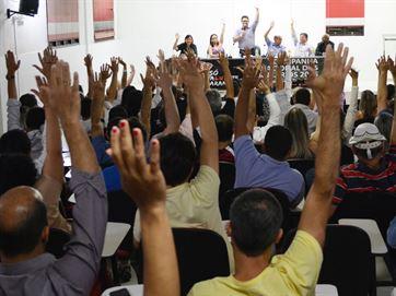 16815936280003622710000-300x225 Bancários seguem em greve e negociam nesta sexta-feira com Fenaban
