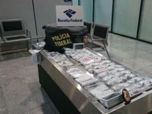 16917136280003622710000-300x225 Empresário de JP é preso no aeroporto de Recife com 56 iPhones na mala