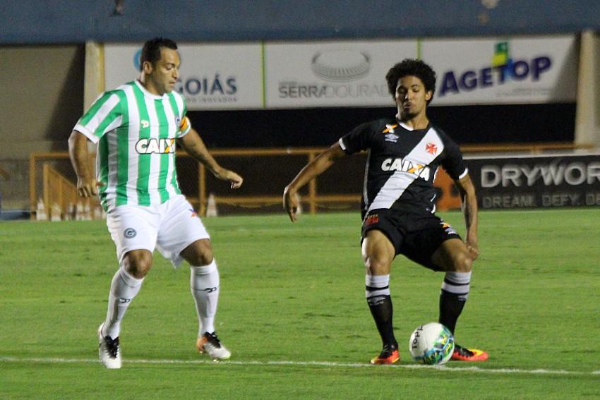 20160913232757_0-300x200 Goiás sai atrás, mas arranca empate com o Vasco
