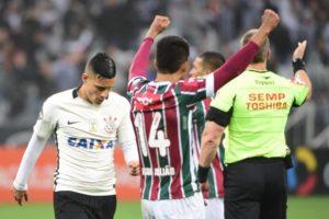 DAV_7664-1024x681-300x200 Fluminense se vinga do Corinthians com gol no final e fica perto do G4