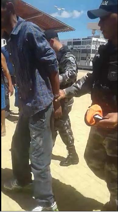 Preso Homem tenta matar outro com golpe de faca no pescoço em Monteiro