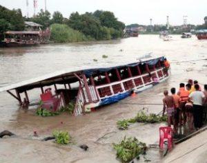 aptopix-thailand-boat_fran-310x245-300x237 Naufrágio de barca na Tailândia deixa ao menos 13 mortos