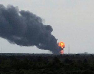 explosao-cabo-canaveral-310x245-300x237 Explosão em plataforma da Nasa destrói satélite israelense e foguete