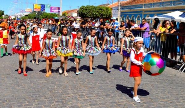 thumbs-10 Desfile cívico de Monteiro marca comemoração ao dia 07 de setembro, veja as imagens