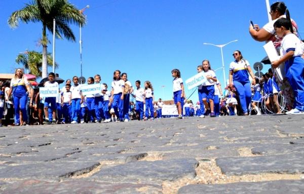 thumbs-2 Desfile cívico de Monteiro marca comemoração ao dia 07 de setembro, veja as imagens