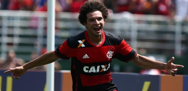 willian-arao-celebra-gol-do-flamengo-na-partida-contra-o-figueirense-1474212698515_615x300-300x146 Flamengo vence o Figueirense no Pacaembu e segue na cola do Palmeiras
