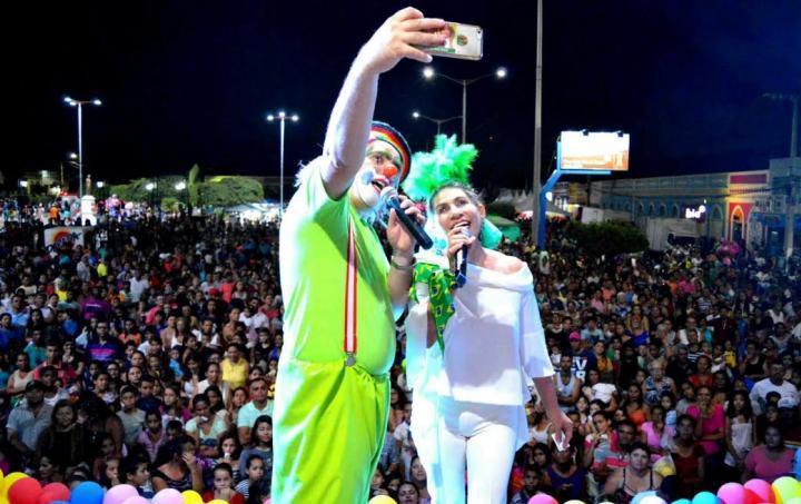 17102016102006 Milhares de crianças prestigiam Festa realizada pela Prefeitura Municipal e Clube de Mães