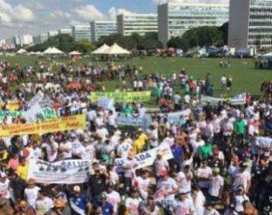 25102016095317-300x237 Vaqueiros da PB participam de protesto contra fim das vaquejadas no país