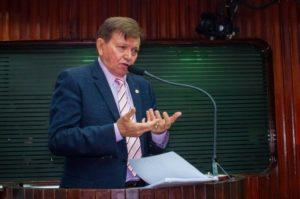 """29779959194_b90620fc6f_k-620x412-300x199 """"Ministros do sul, não conhecem a cultura nordestina"""", diz deputado João Henrique sobre proibição da vaquejada"""