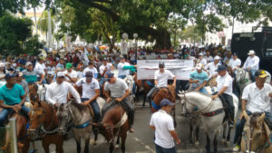 Vaqueiros-nas-ruas-300x169-300x169 A hipocrisia por trás da proibição das vaquejadas