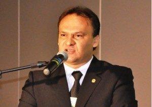leonardosantanapequena2-300x211-300x211 UBAM propõe capacitação para os prefeitos eleitos novo pacto federativo