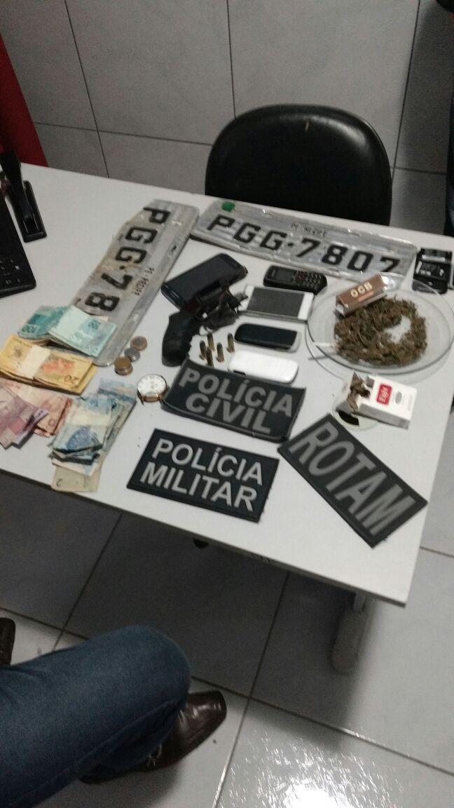 pm Suspeito de praticar assaltos no Cariri é preso com Armas e drogas