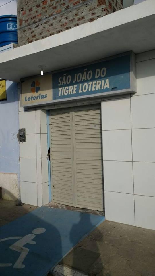 15139534_10208290273037606_279590841_n-169x300 Casa lotérica é arrombada e grupo leva cofre em São João do Tigre
