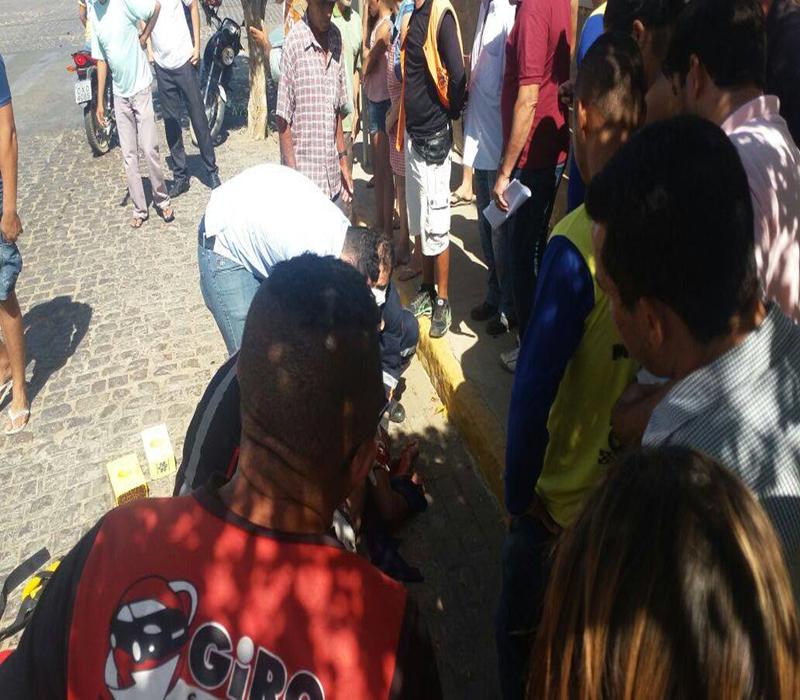 15387456_10208484012160963_194402408_o-Copy Em Monteiro: Motociclista fica gravemente ferido após batidaem viatura do Samu