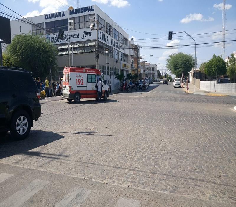 15409477_10208484012080961_63337503_o-Copy Em Monteiro: Motociclista fica gravemente ferido após batidaem viatura do Samu