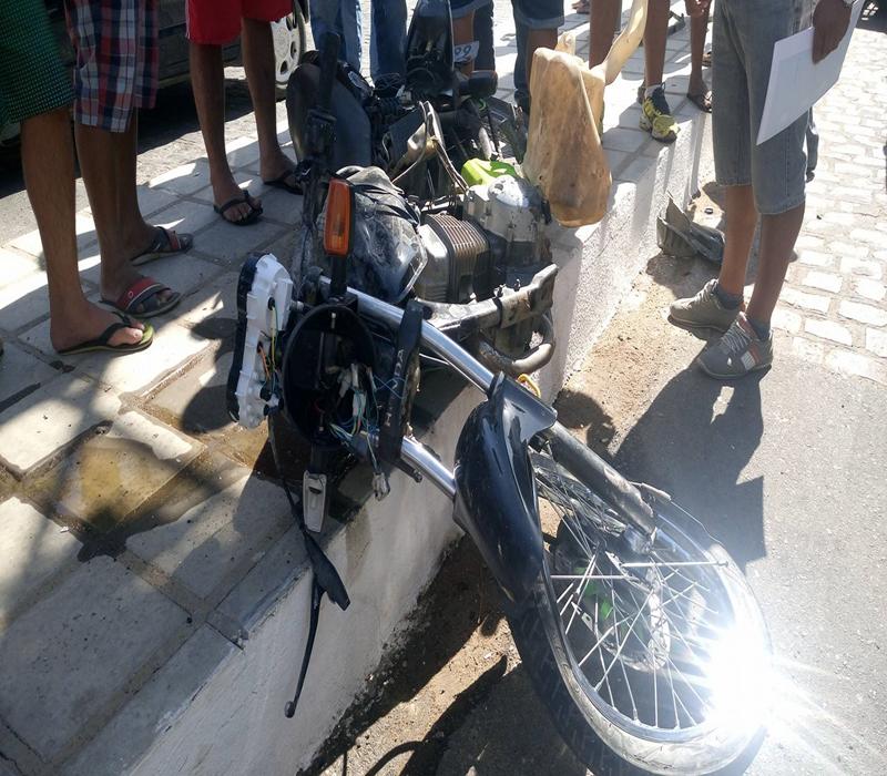 15417865_10208484012120962_1849653026_o-Copy Em Monteiro: Motociclista fica gravemente ferido após batidaem viatura do Samu