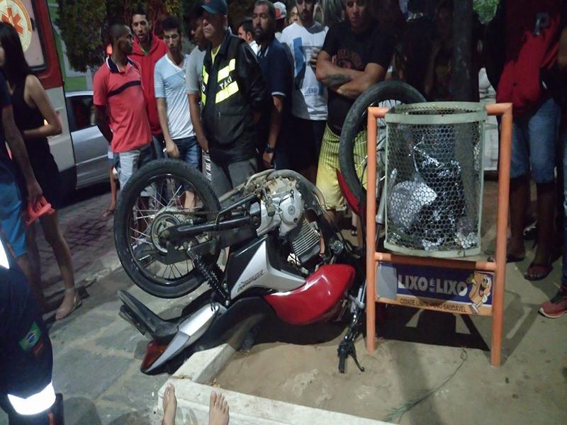 15778261_10208646287617748_1206435622_o-Copy Jovem fica gravemente ferida após acidente de moto em Monteiro