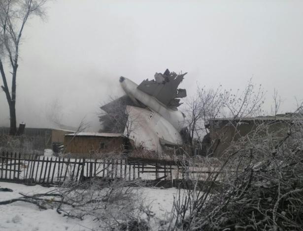 assss Ao menos 37 morrem em queda de avião de carga no Quirguistão