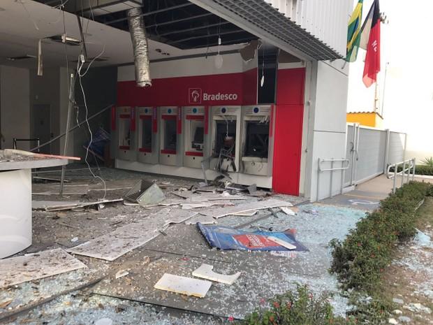 explosao_banco_cg-1 Bandidos explodem dois caixas eletrônicos em Campina Grande