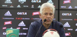 flavio-godinho-vice-presidente-de-futebol-do-flamengo-concede-entrevista-no-ct-1468513330800_615x300-300x146 Vice do Fla é preso acusado de pagar R$ 52,3 mi de propina a Sérgio Cabral