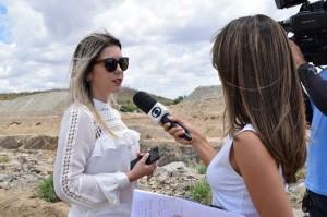 lorena_entrevista_tv-300x199 Prefeita de Monteiro entrega unidade de saúde na zona rural do município