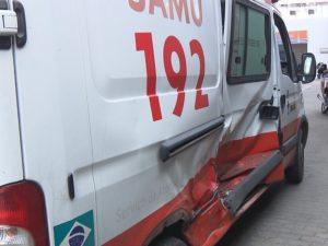 samu-300x225 Ambulância do Samu sofre acidente no trajeto para atender ocorrência