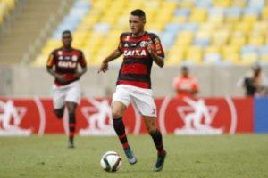 thiago-santos-300x200 Paraibano que joga no Flamengo rompe ligamento e fica fora da pré-temporada