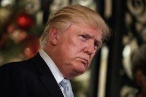 trump-10-300x200 Putin ordenou campanha pró-Trump, diz relatório de inteligência dos EUA