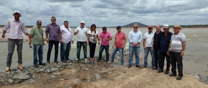14022017204527 Vereadores de Monteiro visitam obras da transposição e atestam chegada das águas em março