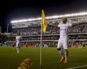 58951a3a6b57d-310x245-300x237 Ex-Campinense marca duas vezes em goleada do Santos