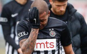 7rd73yiq8usg6avp7vo8uxide-300x188 Futebol: Técnico do brasileiro que sofreu racismo pede punição ao próprio atleta
