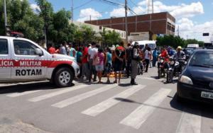 ACIDENTE-03-Copy-300x188 Mulher perde controle de moto e cai no centro de Monteiro