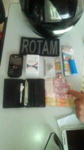 droga-e-dinheiro-169x300 Dois menores são apreendidos com drogas e dinheiro em Monteiro