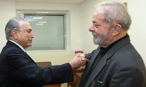 """lula-e-temer Sob gritos de """"assassino"""", Temer chega a hospital para prestar condolências a Lula"""