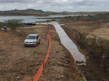 17391036280003622710000-300x225 Água da transposição começa a reforçar açude de Camalaú e segue para Boqueirão