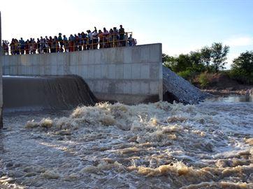 17399336280003622710000 Água da transposição não chega a torneiras e revolta Monteiro; Cagepa explica