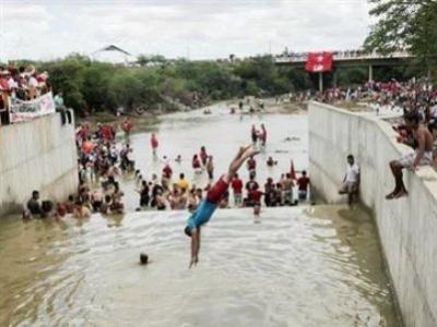 24032017193300-300x225 Banho na água da transposição pode acabar em tragédia