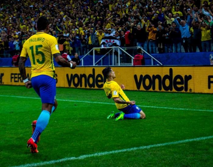 5db16c29-1bed-4a63-b937-7ba9c50f9e7c-9138033143 Brasil vence o Paraguai por 3 x 0 e está garantido na Copa do Mundo de 2018