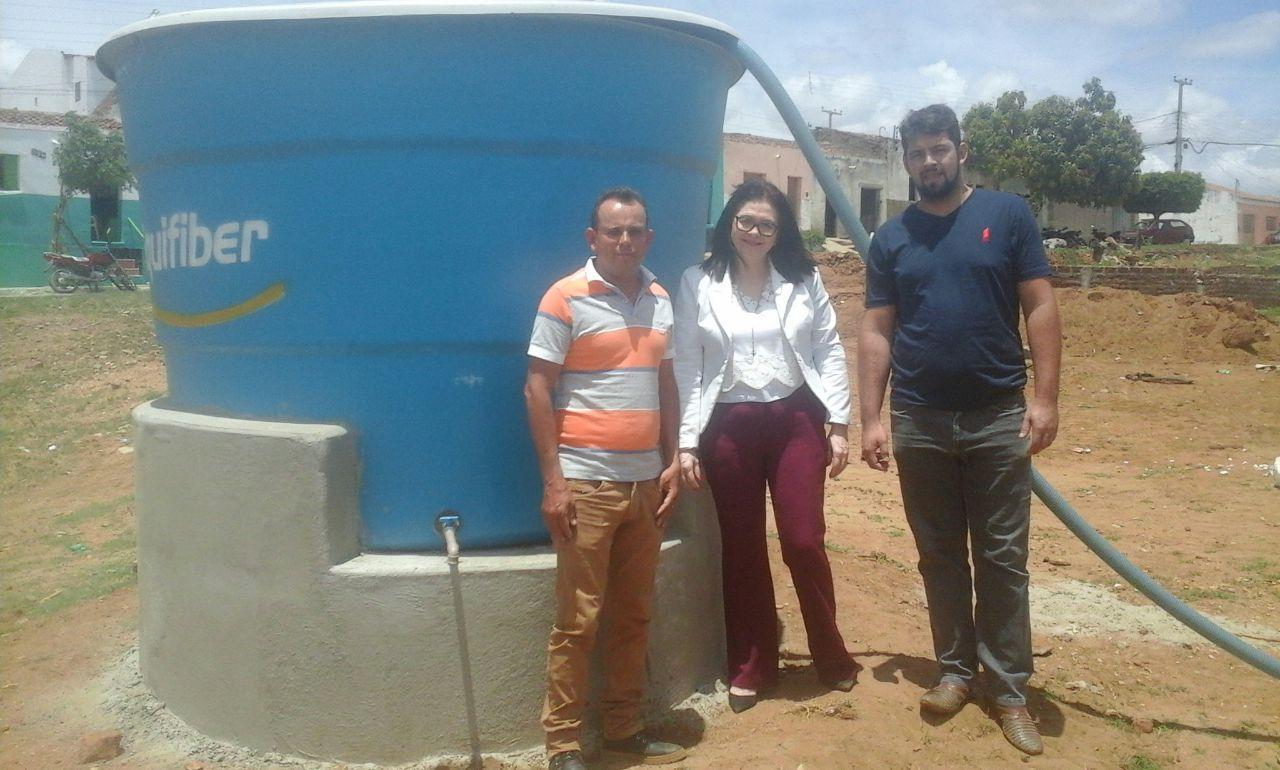 LV Prefeitura de Livramento instala caixas d'água em pontos estratégicos do município
