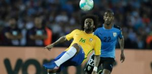 brasil-300x146 Com brilho de Paulinho e Neymar, Brasil goleia Uruguai