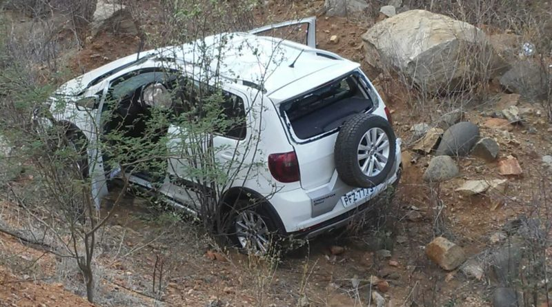 c5700645-3900-469e-b66f-b62b0d30645d-800x445-300x167 Empresário perde o controle do carro e capota na estrada do Congo