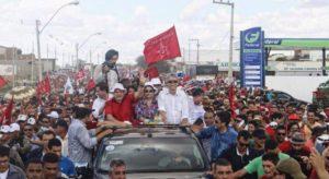 lula-carro-aberto-em-monteiro-300x164 Destaque Nacional: Lula e Dilma são recebidos pela militância petista na Transposição