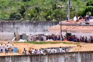 penitenciaria-alcacuz-rn1-300x200 Militares apreendem mais de 2 mil armas brancas e 271 celulares em dez presídios