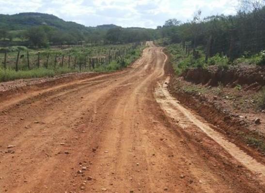 timthumb-11 Secretaria de Agricultura intensifica recuperação de estradas em Monteiro