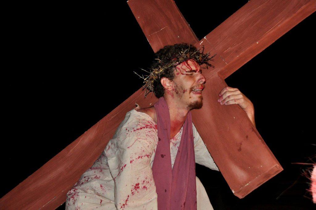 17880002_1863832120556645_8516913374778235019_o-1024x680 Mais Imagens da primeira noite de apresentação do espetáculo da Paixão de Cristo 2017 em Monteiro